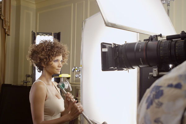 elle-halle-berry-for-revlon